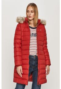 Czerwona kurtka Tommy Jeans z kapturem