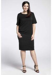 Nommo - Czarna Prosta Sukienka z Marszczeniem PLUS SIZE. Kolekcja: plus size. Kolor: czarny. Materiał: wiskoza, poliester. Typ sukienki: dla puszystych, proste