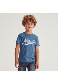 Reserved - Bawełniany t-shirt z napisem - Niebieski. Kolor: niebieski. Materiał: bawełna. Wzór: napisy