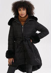 Born2be - Czarna Kurtka Nautifa. Kolor: czarny. Materiał: tkanina, futro. Długość rękawa: długi rękaw. Długość: długie