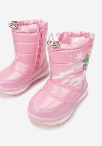 Born2be - Różowe Śniegowce Chionoreia. Okazja: na spacer. Wysokość cholewki: za kostkę. Nosek buta: okrągły. Kolor: różowy. Materiał: futro, materiał. Szerokość cholewki: normalna. Wzór: nadruk, aplikacja, kolorowy. Sezon: zima