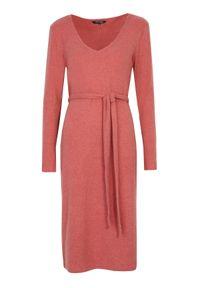 TOP SECRET - Gładka sukienka z wiązaniem. Kolor: pomarańczowy. Wzór: gładki. Typ sukienki: koszulowe
