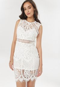Born2be - Biała Sukienka Phiaphonos. Kolor: biały. Materiał: tkanina. Długość rękawa: bez rękawów. Wzór: ażurowy. Typ sukienki: dopasowane. Styl: boho. Długość: mini