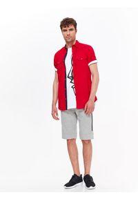 Czerwona koszula TOP SECRET krótka, z nadrukiem, z klasycznym kołnierzykiem, klasyczna