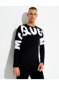 Alexander McQueen - ALEXANDER MCQUEEN - Czarna koszulka z logo. Kolor: czarny. Materiał: bawełna. Długość rękawa: długi rękaw. Długość: długie. Wzór: nadruk