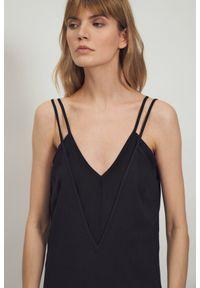 Nife - Czarna zmysłowa wiskozowa sukienka na ramiączkach. Kolor: czarny. Materiał: wiskoza. Długość rękawa: na ramiączkach. Sezon: lato