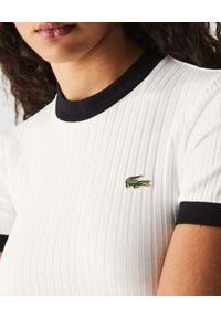 Lacoste - LACOSTE - Biały prążkowany t-shirt Slim Fit. Kolor: biały. Materiał: prążkowany