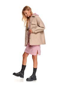 TOP SECRET - Długa bluza z ozdobnymi sznurkami. Kolor: różowy. Materiał: dzianina. Długość rękawa: długi rękaw. Długość: długie. Wzór: napisy. Sezon: jesień