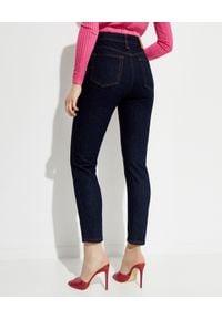NANUSHKA - Granatowe jeansy Miya. Stan: podwyższony. Kolor: niebieski. Wzór: aplikacja