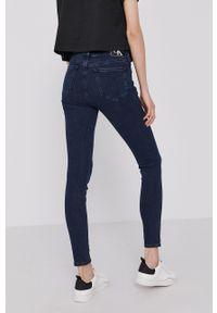 Calvin Klein Jeans - Jeansy. Kolor: niebieski