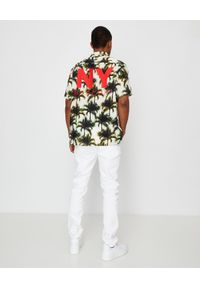 BUSCEMI - Biała koszula w palmy. Okazja: na co dzień. Typ kołnierza: kołnierzyk klasyczny. Kolor: biały. Materiał: materiał. Wzór: nadruk, aplikacja. Sezon: lato. Styl: klasyczny, wakacyjny, casual