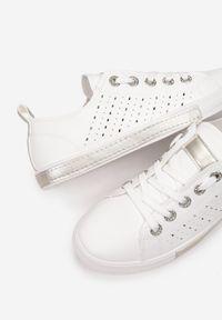 Born2be - Biało-Złote Trampki Tinera. Wysokość cholewki: przed kostkę. Nosek buta: okrągły. Kolor: biały. Materiał: skóra ekologiczna. Szerokość cholewki: normalna. Wzór: ażurowy. Sezon: lato