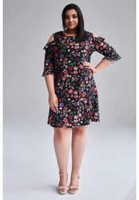 Czarna sukienka dla puszystych Moda Size Plus Iwanek plus size, z falbankami