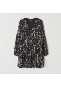Czarna sukienka Mohito w kwiaty