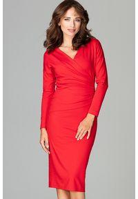 Lenitif - Elegancka kopertowa sukienka z wiskozą dopasowana czerwona. Okazja: do pracy, na co dzień. Typ kołnierza: dekolt kopertowy. Kolor: czerwony. Materiał: wiskoza. Typ sukienki: kopertowe. Styl: elegancki. Długość: midi