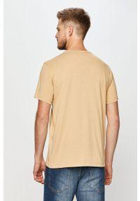 Champion - T-shirt. Okazja: na co dzień. Kolor: beżowy. Materiał: dzianina. Wzór: aplikacja. Styl: casual