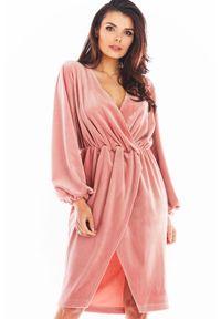 Różowa sukienka Awama kopertowa