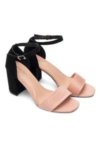 Różowe sandały na słupku SIXTH SENS eleganckie, ze sprzączką, na lato, w kolorowe wzory