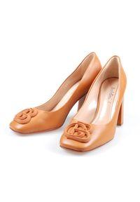 Baldinini - BALDININI - Skórzane buty na słupku. Kolor: brązowy. Materiał: skóra. Obcas: na słupku