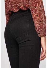 Czarne jeansy Pieces w kolorowe wzory