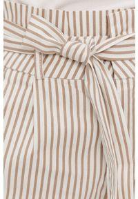 Vero Moda - Szorty. Okazja: na co dzień. Kolor: biały. Materiał: tkanina, bawełna. Styl: casual