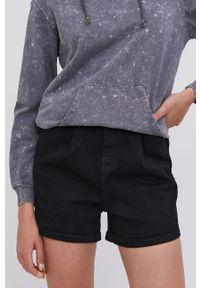 Answear Lab - Szorty jeansowe. Okazja: na co dzień. Kolor: czarny. Materiał: jeans. Wzór: gładki. Styl: wakacyjny