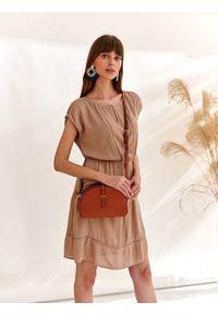 Beżowa sukienka TOP SECRET z aplikacjami, na wiosnę