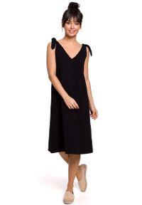Czarna sukienka rozkloszowana MOE midi