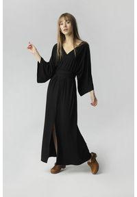 Czarna sukienka Madnezz maxi