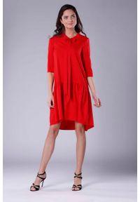 Czerwona sukienka wizytowa Nommo w kwiaty