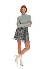TOP SECRET - Damski dopasowany sweter z golfem. Typ kołnierza: golf. Kolor: zielony. Materiał: materiał. Długość: długie. Wzór: prążki. Sezon: zima