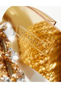 Casadei - CASADEI - Złote klapki z klamrą. Kolor: złoty. Wzór: aplikacja. Obcas: na obcasie. Wysokość obcasa: średni