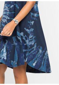 Sukienka z dżerseju w batikowy wzór bonprix ciemnoniebiesko-dymny niebieski - niebieski dżins z nadrukiem. Kolor: niebieski. Materiał: jersey. Długość rękawa: na ramiączkach. Wzór: nadruk. Styl: boho