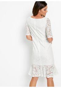 Biała sukienka bonprix w koronkowe wzory