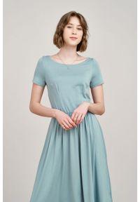 Marie Zélie - Sukienka Emelina jasnomiętowa mikromodal krótki rękaw. Materiał: wiskoza, dzianina, elastan, włókno, skóra, guma. Długość rękawa: krótki rękaw. Styl: klasyczny. Długość: midi