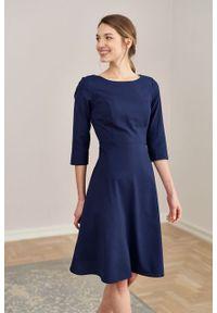 Marie Zélie - Sukienka Asteria wełniana granatowa. Kolor: niebieski. Materiał: wełna. Wzór: motyw zwierzęcy, gładki. Typ sukienki: trapezowe. Styl: klasyczny