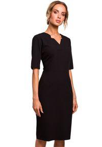 MOE - Elegancka ołówkowa sukienka z podwyższoną linią talii. Typ kołnierza: dekolt w kształcie V. Materiał: materiał, elastan. Długość rękawa: krótki rękaw. Typ sukienki: ołówkowe. Styl: elegancki