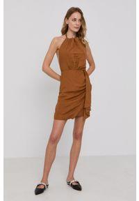 BARDOT - Bardot - Sukienka. Kolor: brązowy. Materiał: tkanina. Wzór: gładki. Typ sukienki: rozkloszowane