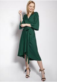 e-margeritka - Sukienka kopertowa midi z szerokimi rękawami zielona - 34. Kolor: zielony. Materiał: tkanina, wiskoza, materiał. Typ sukienki: kopertowe. Styl: elegancki. Długość: midi