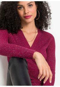 Różowy sweter bonprix w prążki, z dekoltem w serek