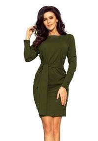 Numoco - Dopasowana Sukienka z Wiązanym Paskiem - Khaki. Kolor: brązowy. Materiał: poliester, elastan