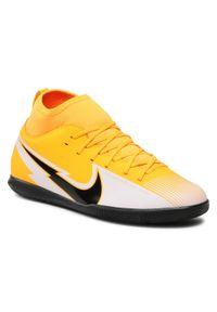 Nike - Buty NIKE - Jr Superfly 7 Club Ic AT8153 801 Laser Orange/black/White. Okazja: na uczelnię, na spacer. Kolor: pomarańczowy. Materiał: skóra, materiał. Szerokość cholewki: normalna