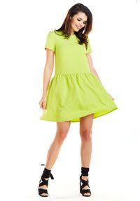 e-margeritka - Sukienka mini z falbaną na dole limonkowa - 38. Okazja: na co dzień. Materiał: poliester, materiał, elastan. Typ sukienki: rozkloszowane. Styl: elegancki, casual. Długość: mini