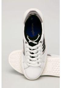 Białe buty sportowe Wrangler z okrągłym noskiem, na obcasie, na średnim obcasie
