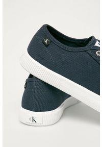 Calvin Klein Jeans - Tenisówki. Nosek buta: okrągły. Zapięcie: sznurówki. Kolor: niebieski. Materiał: guma