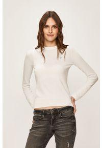Biały sweter Guess Jeans z okrągłym kołnierzem