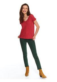 Czerwony t-shirt TOP SECRET krótki, z dekoltem w serek, w kolorowe wzory