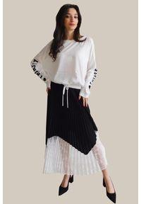 TwinSet - Czarna spódnica z koronkowym dołem Twinset. Kolor: wielokolorowy, biały, czarny. Materiał: koronka. Wzór: koronka