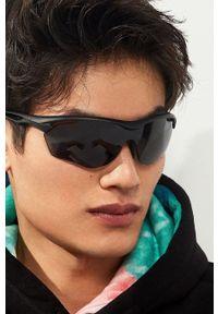 Hawkers - Okulary przeciwsłoneczne Black Training. Kształt: prostokątne. Kolor: czarny