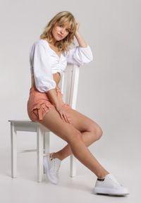 Renee - Łososiowe Szorty Kimodelia. Stan: podwyższony. Kolor: różowy. Materiał: jeans. Styl: sportowy